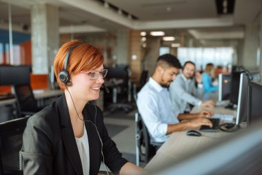 IT-Support-agents-on-phone